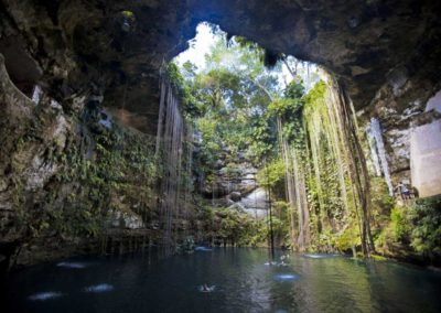 cenote-chichen-itza-daylight