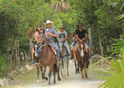 horse-back-riding-group-cancun
